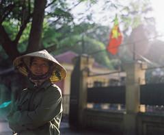 (Hanoi L i f e A r t) Tags: tuanducpham hanoi hanoilifeart vietnam people asian culture filmphoto analogphoto mediumformat streetlife nadarlab 120mm 6x7 pentax67 smc90f28