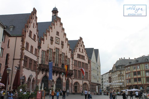 "Frankfurt • <a style=""font-size:0.8em;"" href=""http://www.flickr.com/photos/104879414@N07/30124157877/"" target=""_blank"">View on Flickr</a>"
