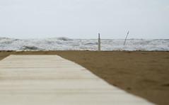 Spiaggia mattina passerella (berightbackblog) Tags: rimini romagna emiliaromagna italia italy mare streetart