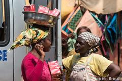 Kumasi conversation (10b travelling / Carsten ten Brink) Tags: 10btravelling 2017 africa african afrika afrique asante ashanti carstentenbrink ghana ghanaian goldcoast iptcbasic kumasi places westafrica conversation tenbrink vendor women
