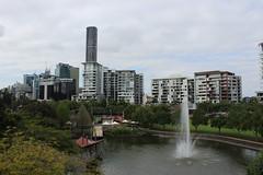 Roma Street Parklands fountain, Brisbane (philip.mallis) Tags: brisbane romastreetparklands park fountain pond skyline
