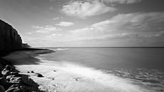 Falaises d'Ault (Un jour en France) Tags: monochrome mer ault falaise plage sable galet vague ciel sea canoneos6dmarkii canonef1635mmf28liiusm noiretblanc noiretblancfrance