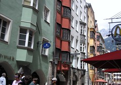 Innsbruck. Herzog-Friedrich-Straße (januszsl) Tags: tyrol tirol österreich austria europa europe city town urban settlement stadt siedlung ville miasto oldtown altstadt staremiasto innsbruck