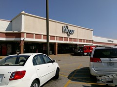 Final exterior view from the late July 2017 Millington Kroger visit (l_dawg2000) Tags: 2017 2017remodel bakery dairy delicatesen floraldepartment food formergreenhousestore freshandlocal grocery grocerystore kroger localflair millington pharmacy tennessee tn unitedstates usa