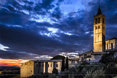 Assisi at blue hour (Peppis) Tags: assisi umbria orablu nikon nikond7000 nationalgeographic church chiesa nightimage nightlights night europenight nightshot fotonotturne fotosnocturnes notturno bestimageofitaly bluehour peppis giuseppecostanzo anticando hccity hcct