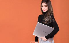 _DSC8027_3 (Steve.Ng Photography) Tags: asus laptop s530u notebook female model ads studio