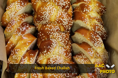 "Challah • <a style=""font-size:0.8em;"" href=""http://www.flickr.com/photos/159796538@N03/43270294730/"" target=""_blank"">View on Flickr</a>"