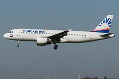 SunExpress / A320 / LY-NVZ / EBBR 25L (_Wouter Cooremans) Tags: ebbr bru brusselsairport zaventem spotting spotter avgeek aviation airplanespotting asem sunexpress a320 lynvz 25l