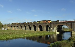 67023 tnt 67027 3J92 Toton - West Hampstead passes 14 arches, just south of Wellingborough 24.10.2018 (pokeyphoto) Tags: class67 67023 67027 skips colas wellingborough rhtt railheadtreatmenttrain