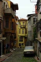 cat, car and yellow house ... (yasin.orhan) Tags: yellow street