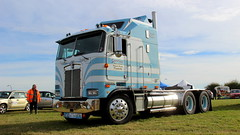 Out she goes (Duck 1966) Tags: kenworth cabover linesidevintageworkingweekend