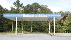 Palmetto Petro former gas station DSC03206 (Lynn Friedman) Tags: southcarolina palmettopetro abandoned gasstation outdoors architecture sign retro