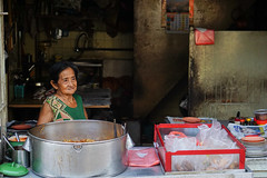 Waiting for the first customer (Luis L.Modrego) Tags: comidayalimentos alimentación alimentos comidacallejera foodcourt hawker malacca melaka platos recetas streetfood malaca malasia malaysia food fav10 fav15
