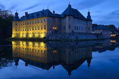 palace pond in the blue (Blende1.8) Tags: bluehour blauestunde palace castle pond palacepond schlossteich schloss schlos schlosteich reflection reflections spiegelung light licht nrw schlossdyck schlosdyck schlosspark sony a7m3 a7iii ilce7m3 emount 24105mm sel24105g nordrheinwestfalen outdoor evening abends abend water