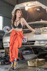 DSC_8523 (Robin Huang 35) Tags: 黃艾比 abbie 修車廠 泳裝 比基尼 bikini 修車服 人像 portrait lady girl nikon d850 車 car
