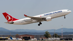 Airbus A330-223 TC-LNA Turkish Airlines (William Musculus) Tags: airport spotting basel mulhouse freiburg euroairport eap bsl mlh lfsb tclna turkish airlines airbus a330223 tk thy a330200