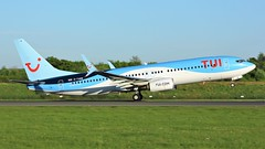 G-TAWW (AnDyMHoLdEn) Tags: thomson tui 737 egcc airport manchester manchesterairport 23l