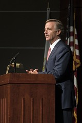 10/12/18 Gov. Haslam presents Herbert Slatery with the Webb school of Knoxville 2018 Distinguisher Alumni Award (Governor Bill Haslam) Tags: knoxvilletn tn usa