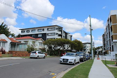 Street in Lutwyche, Brisbane (philip.mallis) Tags: brisbane lutwyche street suburb building apartment house