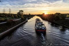 Morgens am Rhein-Herne Kanal (Re Ca) Tags: rheinhernekanal nrw sonnenaufgang goldenestunde sunrise goldenhour ruhrgebiet ruhrpott schiff