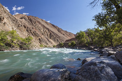 Fast Flowing (Joost10000) Tags: mountain river kekemeren rock rocks water flow kyzyloi landscape landschaft outdoors wild wilderness tree sky grass travel adventure trees canon canon5d eos kyrgyzstan asia centralasia natur nature beauty scenic red green aqua