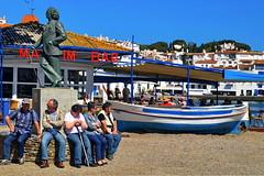 Statue of Salvador Dalí surrounded by friends (gerard eder) Tags: world travel reise viajes europa europe españa spain spanien costabrava cadaques cadaqués salvadordalí statues escultura statue skulptur beach paisajes panorama people playa peopleoftheworld boote boats barcas outdoor mediterraneo mediterranean