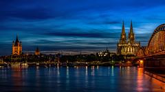 Typisch Köln (st.weber71) Tags: nikon nrw blauestunde bluehour köln deutschland d7100 dom rheinland rhein rheinufer rheinbrücke kölnerdom wolken wolkenstimmung wolkenhimmel wasser fluss germany gebäude colognecathedral cologne