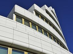 Edifício Marconi 2 (RobertLx) Tags: marconi edifíciomarconi marconibuilding entrecampos lisboa lisbon europe architecture building sky lines portugal city geometric bairrosantos raulmartins modern contemporary