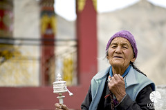 Prayer wheel / India (Lotus Mi) Tags: people india ladakh temple xf56mmf12r fuji fujifilm xpro2 travel trip journey woman prayer wheel mountain