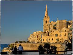 Late Afternoon In Valletta (kurtwolf303) Tags: fassaden gebäude häuser kirchturm malta personen stadt valletta ilbelt city buildings persons belltower cityscape mft kurtwolf303 omd microfourthirds mirrorlesscamera urban olympusem1 himmel sky