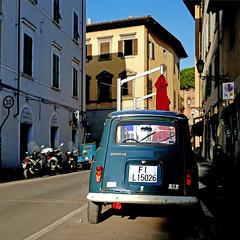 Renault 4 - Pisa, Italia (pom'.) Tags: pisa tuscany toscana italy italia 2018 april panasonicdmctz101 100 200 europeanunion renault renault4 renault4tl 4l car vintagecar 5000