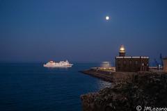 llega el ferry (josmanmelilla) Tags: melilla mar nocturna luna pwmelilla pwdmelilla flickphotowalk pwdemelilla azul sony