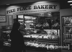 Street Scene: Pike Place Bakery (oterrason) Tags: street scene pikeplace pikeplacemarket publicmarket seattle bakery customer woman shopping people carlzeiss variotessar sonycybershot dscw1 38114mmf2852