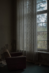 V i s i o n ä r (dersonnenritter) Tags: light decay abandoned dry dark forgotten derelict shadow old exploring urbex window curtain armchair