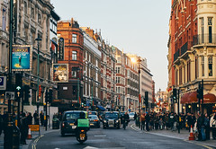 London (szeke) Tags: england london street building people lights car