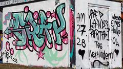 aus aktuellem Anlass / Oldenburg - ( Utkiek / street: Eidechsenstraße ) 577th picture / Graffiti, street art (tusuwe.groeber) Tags: projekt project lovelycity graffiti germany deutschland lowersaxony oldenburg city streetart niedersachsen farbig farben favorit colourful colour sony sonyphotographing nex7 bunt red rot art gebäude building gelb grün green yellow eidechsenstrase konzept concept wall wand utkiek halloffame landfill mülldeponie wandgestaltung