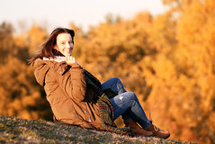 Novembersonne (jueheu) Tags: shooting portraitshooting portrait model jungefrau jungedame lady younglady november herbst autumn lachen indiansummer posing pose canon canonphotography canonfotografie outdoor outdoorshooting