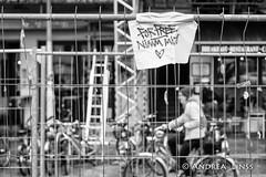 the fence... (andrealinss) Tags: berlin bw blackandwhite berlinstreet berlinstreets kreuzberg kreuzberg36 kreuzbergstreet schwarzweiss street streetphotography streetfotografie andrealinss 35mm zaun fence clȏture
