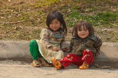 _MG_6304.0312.Sủng Là.Đồng Văn.Hà Giang. (hoanglongphoto) Tags: asia asian vietnam northvietnam northeastvietnam people life dailylife children girl girls 2 two twogirl cute canon canoneos5dmarkii canonef70200mmf28lisiiusm đôngbắc hàgiang đồngvăn sủnglà người cuộcsống đờithường trẻem trẻcon côbé dễthương đángyêu haiembé haicôbé trẻemvùngcao cuộcsốngvùngcao
