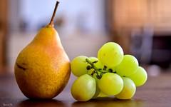 Fruits - 6097 (ΨᗩSᗰIᘉᗴ HᗴᘉS +27 000 000 thx) Tags: fruits raisin poire nikon hensyasmine namur belgium europa aaa namuroise look photo friends be wow yasminehens interest intersting eu fr greatphotographers lanamuroise