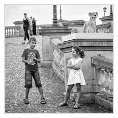 Posing below a lion (sdc_foto) Tags: sdcfoto street streetphotography bw blackandwhite pentax k1 girl posing lion antwerp belgium children people