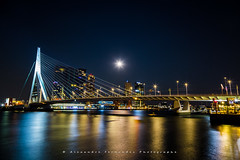 Rotterdam - Erasmusbrug by night (Alexandre66) Tags: holland hollande paysbas nederland rotterdam canon 6d 24105mm f4 l is usm erasmusbrug erasmus bridge pont nuit poselongue fleuve lune
