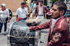 Procesión para el Señor de Chalma (1) (hapePHOTOGRAPHIX) Tags: 484mex américadelnorte ciudaddeméxico coyoacán distritofederal fujixe3 laciudaddeméxico mexico mexicocity mexiko mexikostadt méxico nordamerika northamerica ciudad colexejidodesanfranciscoc dsplyys hapephotographix stadt strasenszene streetphotography urban prozession mx colexejidodesanfranciscoculhuacán