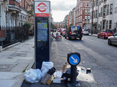 New Cavendish Street. 20180923T15-42-39Z (fitzrovialitter) Tags: peterfoster fitzrovialitter city camden westminster streets urban street environment london fitzrovia streetphotography documentary authenticstreet reportage photojournalism editorial captureone olympusem1markii mzuiko 1240mmpro microfourthirds mft m43 μ43 μft geotagged ultragpslogger geosetter exiftool rubbish litter dumping flytipping trash garbage