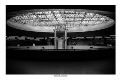 [ Abyss ] (Marcos Jerlich) Tags: subway station light urban interior people contrast architecture lift roof structure mezzanine concrete bnw blackandwhite bw noiretblanc monochrome mono sãopaulo sé brasil september canon canont5i canon700d efs1855mm marcosjerlich