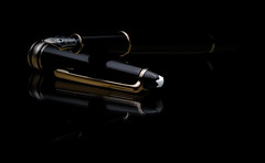 Montblanc Meisterstuck 144 (clementsriley) Tags: pen fountain mont blanc montblanc quality gold black white top best write canon 100m macro studio