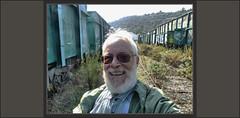RENFE-MANRESA-FOTOS-MAGATZEMS-VELLS-TRENS-FERROCARRILS-VAGONS-PAISATGES-ABANDONATS-CATALUNYA-FOTOS-ARTISTA-PINTOR-ERNEST DESCALS (Ernest Descals) Tags: renfe ferrocarril ferrocarriles tren trenes lugares abandonados decrepitos descomposicion precaucion piedras hierros paisatges paisatge paisajes paisaje landscaping landscape portrait retratos portraits retrat selfie almacenes mercancias mercaderies magatzem magatzems abandonats llocs estacion estacio manresa barcelona catalunya cataluña catalonia people personas persones train ferrocarrils railways railway fotos picture excursion tiempo actualidad actual temps abandoned final termino nostalgia nostalgicos tristeza excursió excursions ferroviarios ferroviario ferroviari reflexiones hierba time pictures ernestdescals carretera