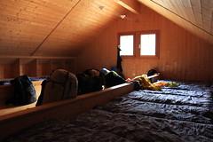 un dortoir à Prafleuri (bulbocode909) Tags: valais suisse hérémence valdhérémence cabanedeprafleuri dortoirs montagnes cabanes sacs couchettes