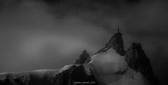 Puissance et Sérénité (Frédéric Fossard) Tags: monochrome noiretblanc blackandwhite sky ciel nuage cloud altitude aiguilledumidi glacier sérac corniche picdemontagne alpes hautesavoie massifdumontblanc chamonix aiguillerocheuse mountainpeak mountainridge atmosphère lumière light antenne pylone rocher rock alpenglow mood