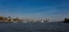 Hamburg Skyline (Froschkönig Photos) Tags: hamburg 6000 a6000 ilce6000 sonyalpha6000 2018 elbe elbphilharmonie skyline hafenfähre